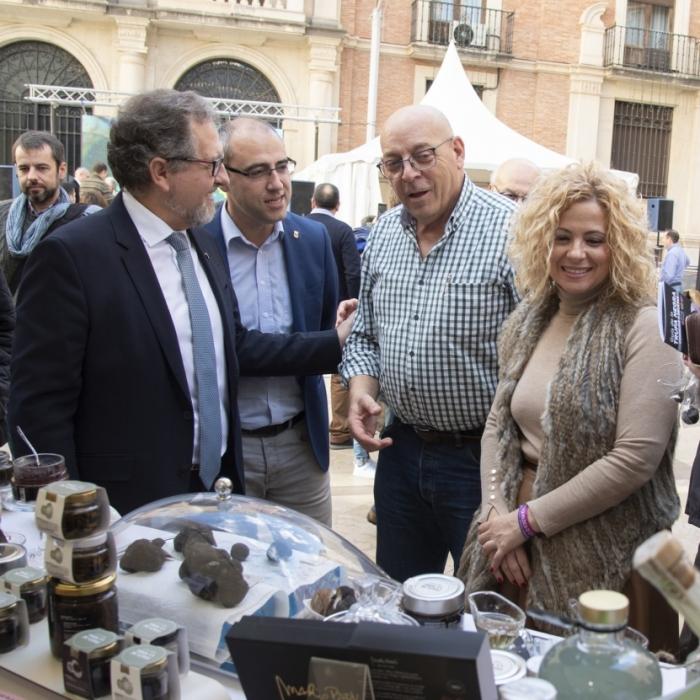 La Diputación llena de gastronomía local la plaza de las Aulas con el Mercado de la Trufa de Castelló Ruta de Sabor