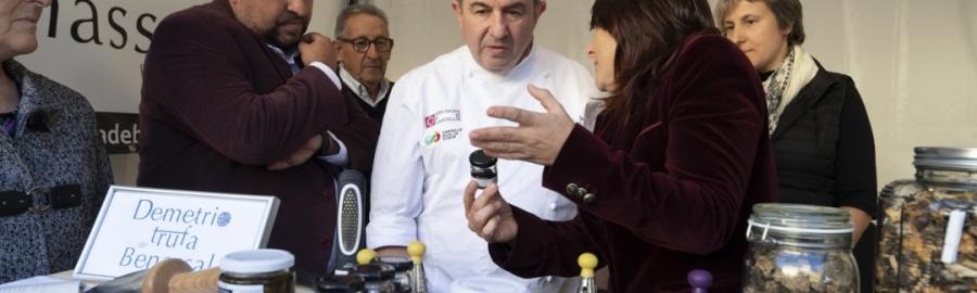 Diputació i Berasategui atrauen milers de persones a una reeixida I Fira de Turisme Gastronòmic
